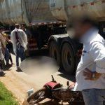 Jovem morre atropelado por caminhão após sacola enrolar em pneu de motocicleta e causar queda, em Alto Horizonte