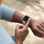 Mulher pede socorro pelo Apple Watch e pula cerca para fugir de sequestro